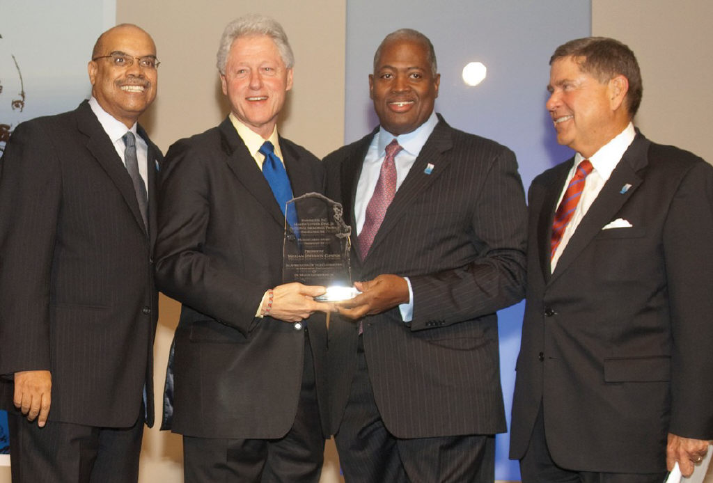 In Miami, former President Clinton received the Humanitarian Award from Washington, DC Martin Luther King, Jr. National Memorial Project Foundation, Inc. From left to right: Rod Gillum, Chairman of the Memorial Foundation; Former President Bill Clinton; Harry E. Johnson, Sr., President and CEO of the Memorial Foundation; Alberto Ibargüen, President and CEO, John S. and James L. Knight Foundation (Photo credit: MagicalPhoto.com / Mitchell Zachs)