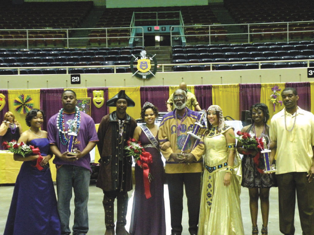Williams, (C) is pictured with 2nd runner-up India Calhoun(L), 3rd runner-up Tamika Patterson (2nd from the right), and Miss Mardi Gras 2008 Tasha Hall(3rd from right). Also pictured is Basileus James