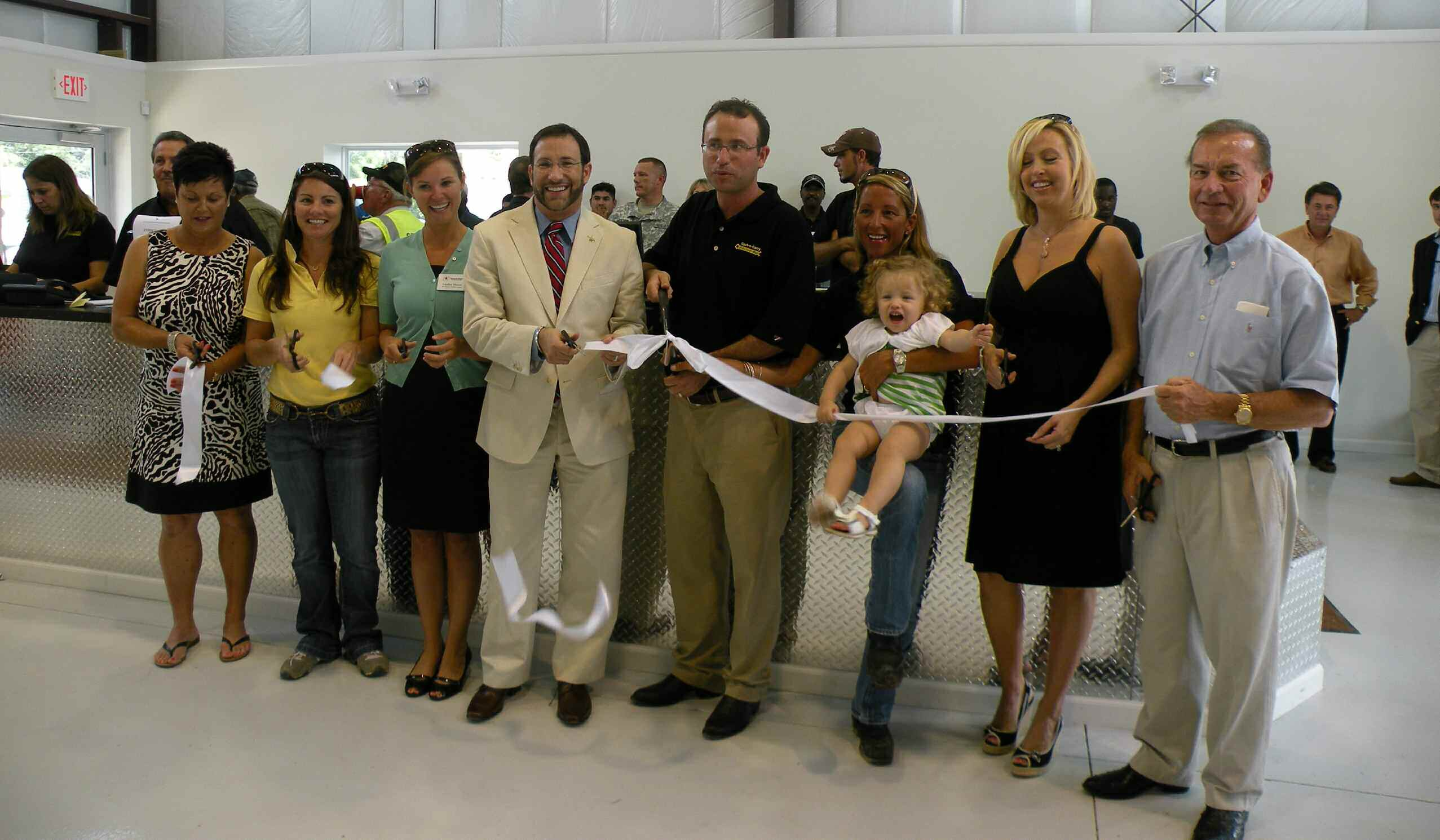 Left -Right: Terry Grainger, Ansley Grainger, Chamber Ambassador London Mainor, Alderman Jeff Felser, Kenny Grainger, Latisha Grainger along with Grace, Pam Grainger and Ken Grainger participate in ribbon cutting.