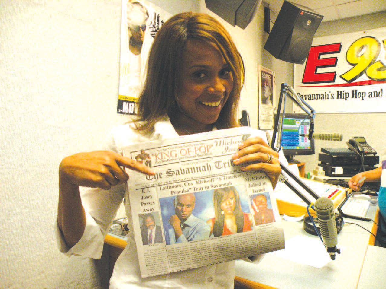 Deborah Cox displays the latest editon of The Savannah Tribune.