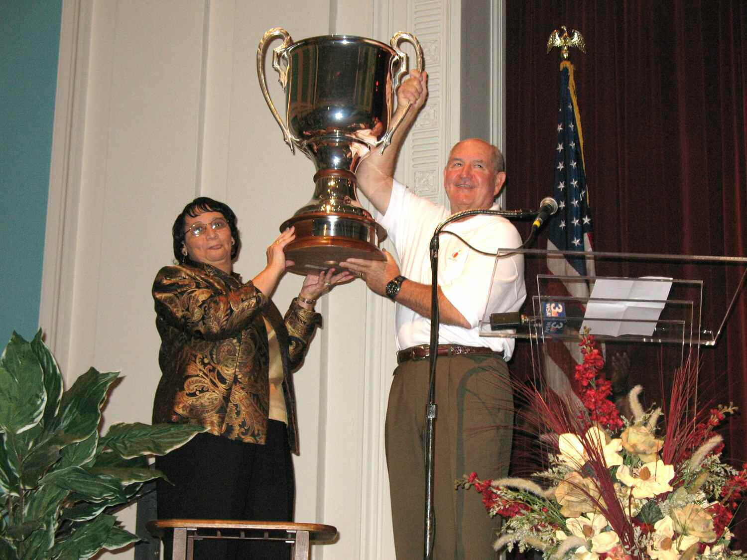 Odessa Richards, Arts Academy Principal, and Gov. Sonny Perdue hold up the Governor's Cup