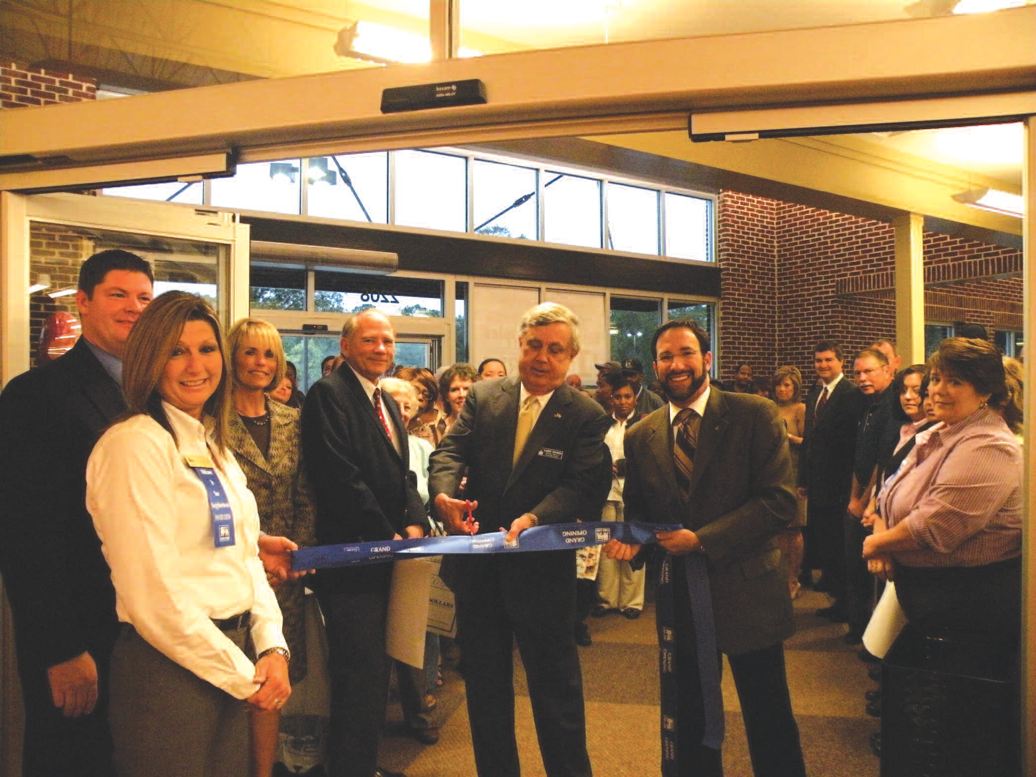 Food Lion Opens New Neighborhood Store At Skidaway And Derenne The