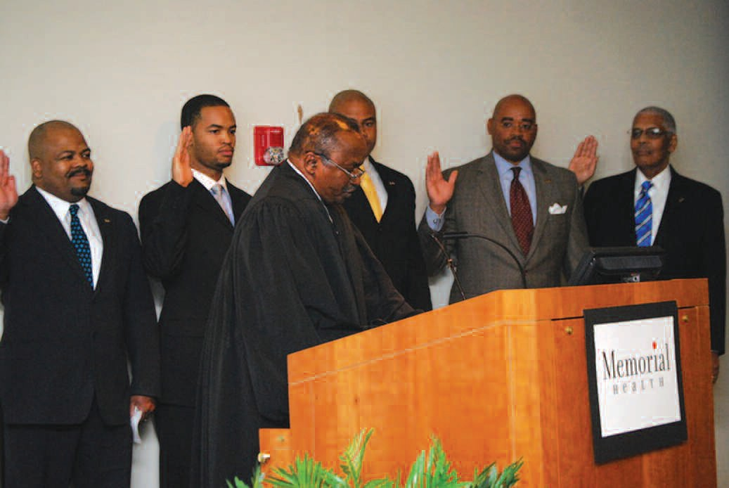 Judge James Bass administers oath to incoming officers