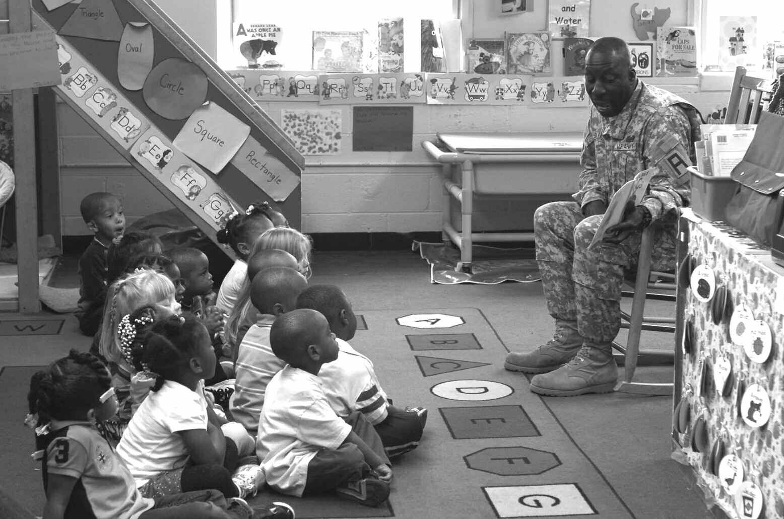 Sgt 1st Class John D. Drummond reads to preschoolers