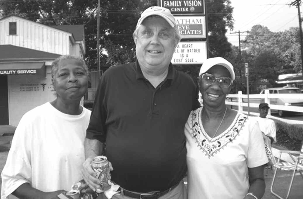 Alderman Larry Steuber observes National Night Out with Edgemere/Sackville residents