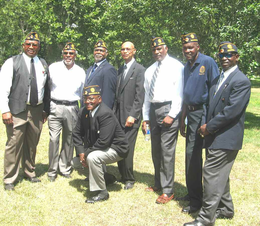 C. J. Huell; Willie Tate, R. T. Austin, Mayor Otis Johnson, Carl Hayes and Collin Scarborough, J. R. Milbourne, and James Miller (kneeling)