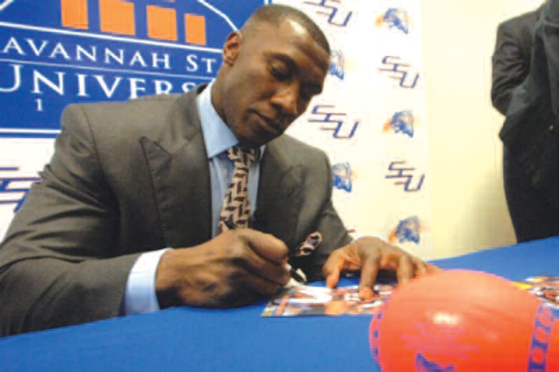 Shannon Sharpe will be on hand for the Stadium reopening
