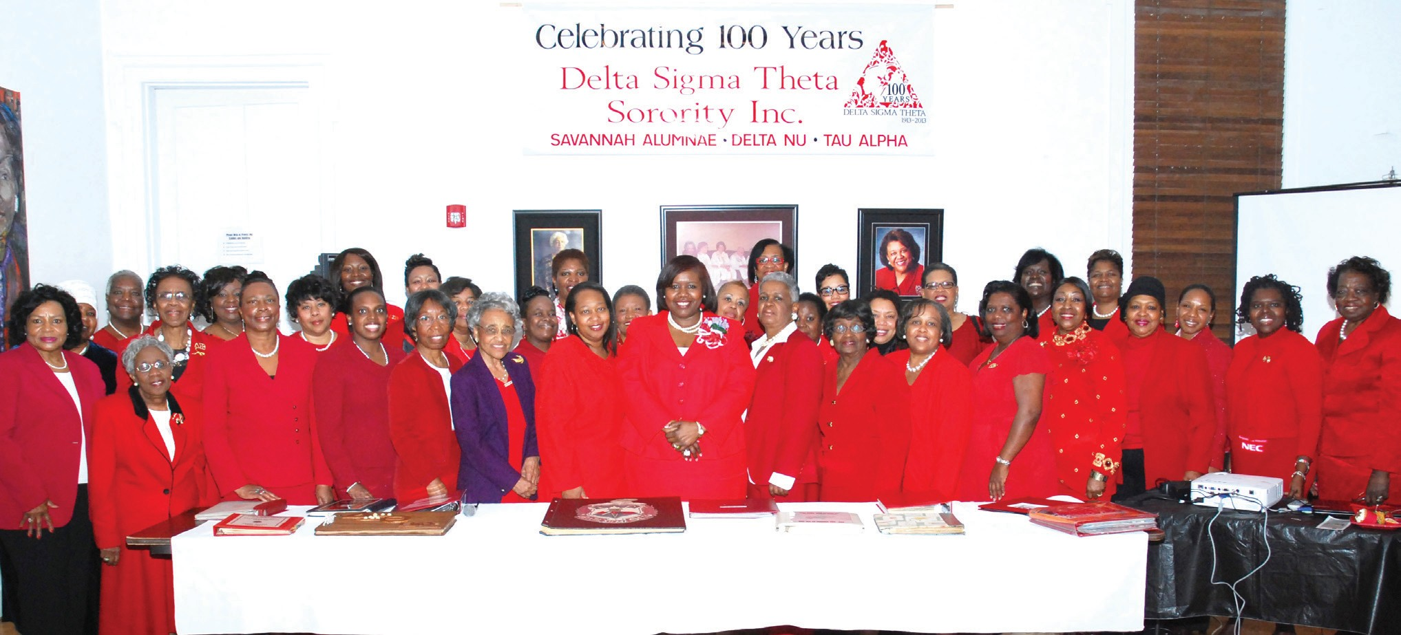 Members of the Savannah Alumnae Chapter with PResident, Grayzel Ellison