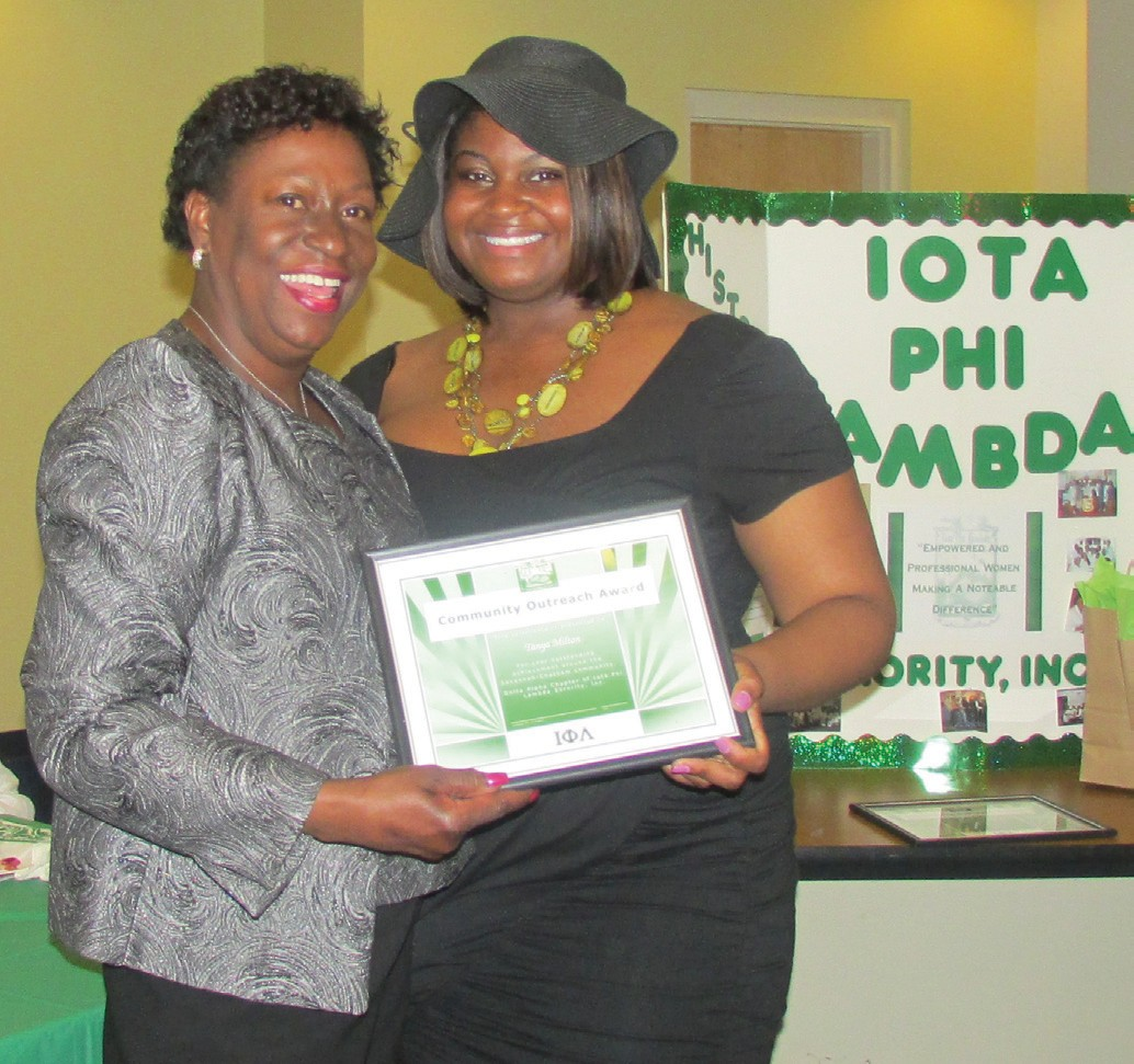 Tanya Milton receives Community Outreach Award from Chapter President Kamaria S. Hill