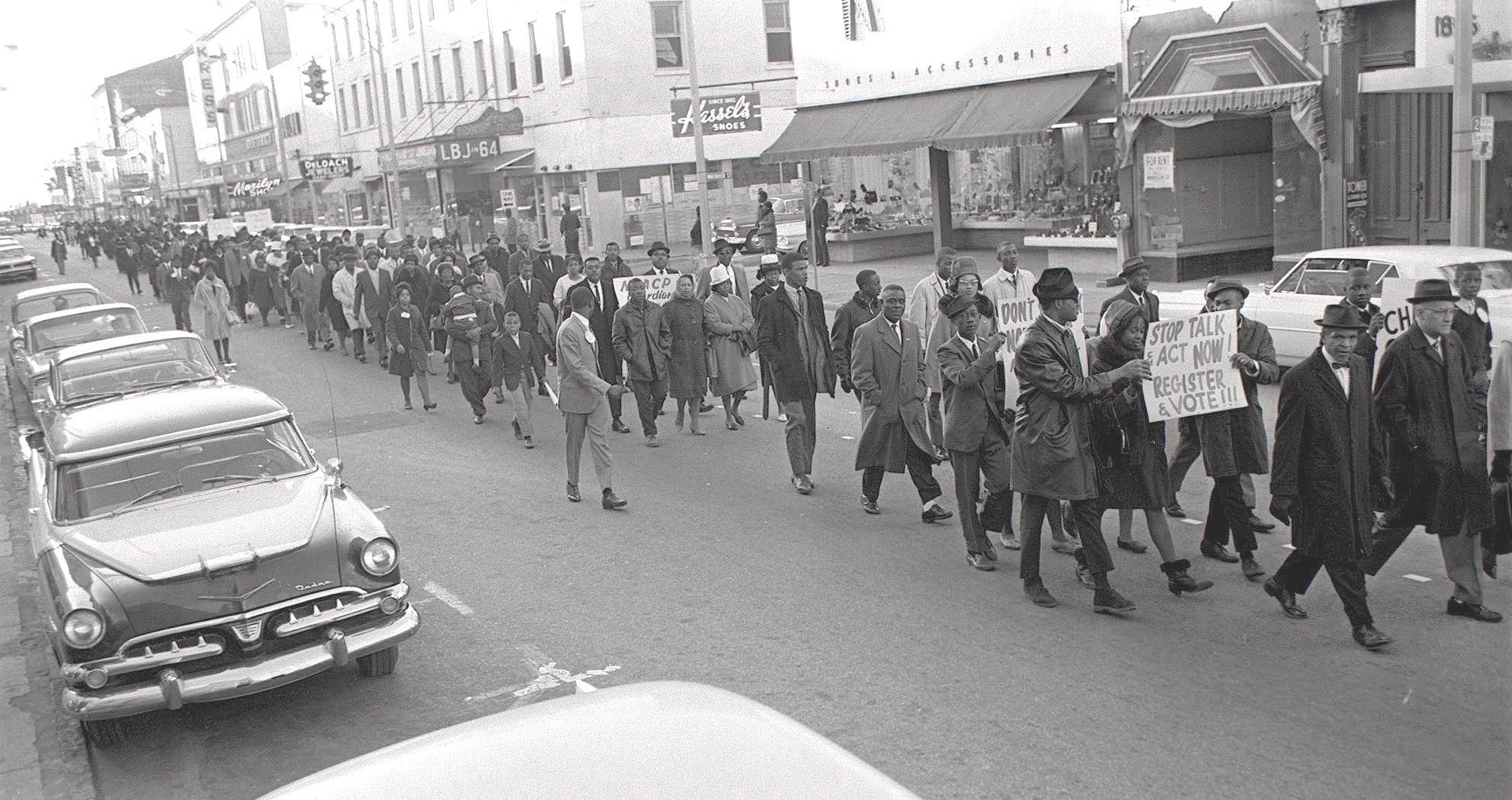 Savannahians march to Chatham County Courthouse in support of Selma voters registration drive Savannah Morning News, 21 March 1965. Courtesy of Robert McDonald and Savannah Morning News