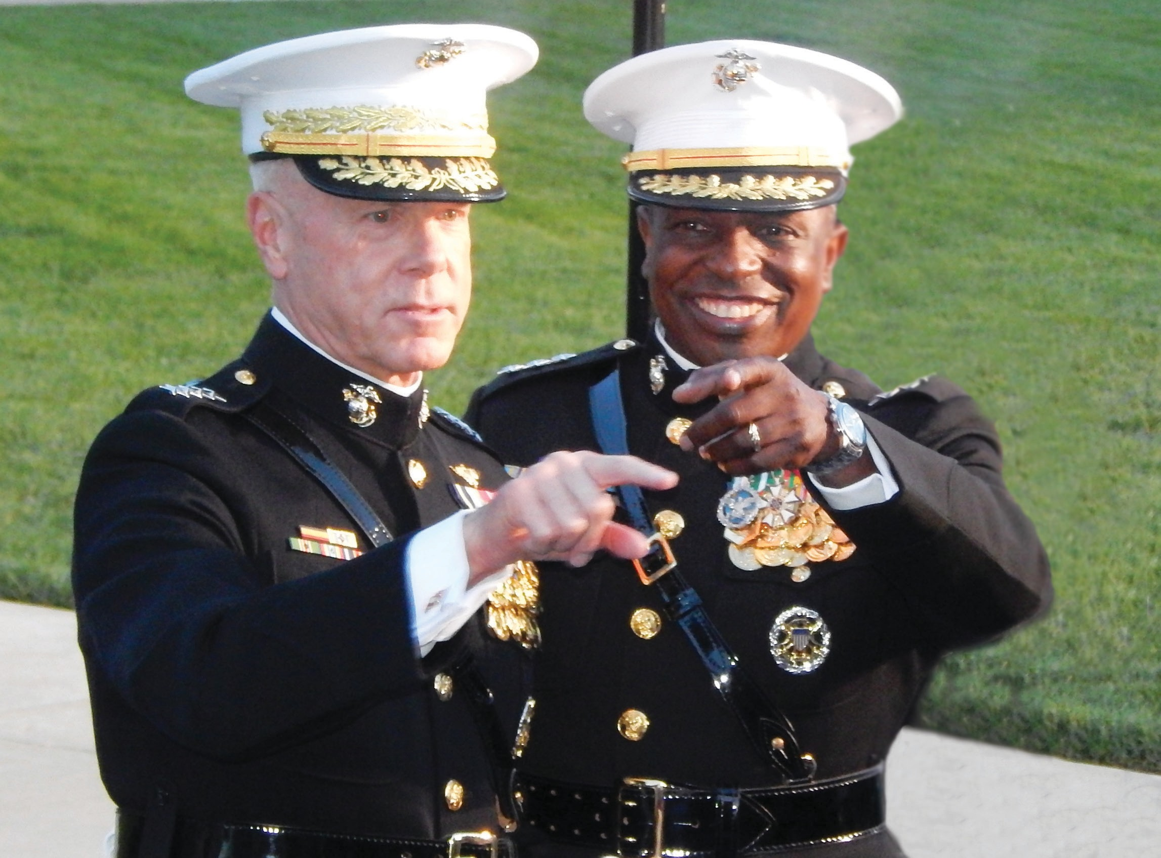 (L-R) 35th Commandant General James. F Amos with Lt. General Walter G. Gaskin