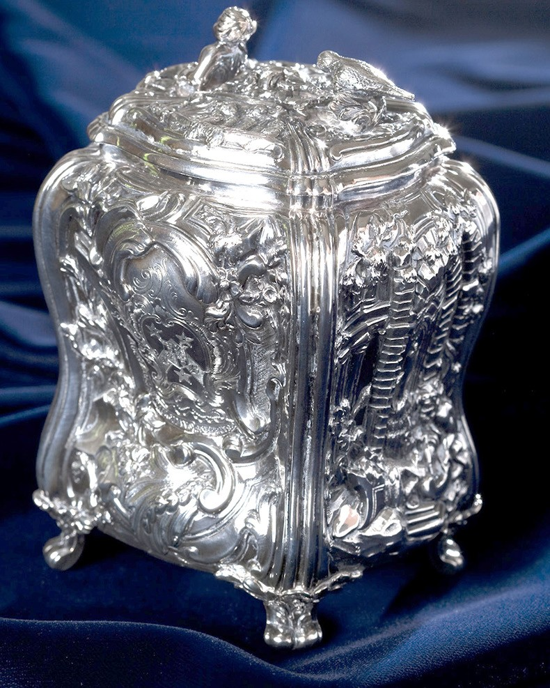 Elizabeth Godfrey (English, active c. 1720–1758); Tea caddy, 1751-52; Silver Collection of Mrs. Thomas R. McWhorter