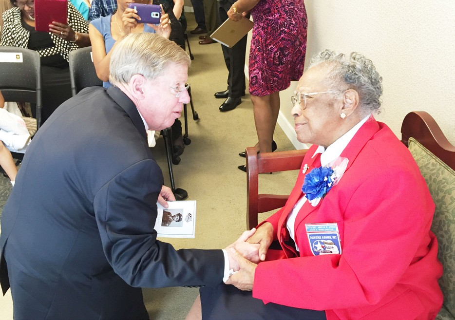 U.S. Senator Johnny Isakson presents Congressional Gold Medal to Amelia Robinson- Jones