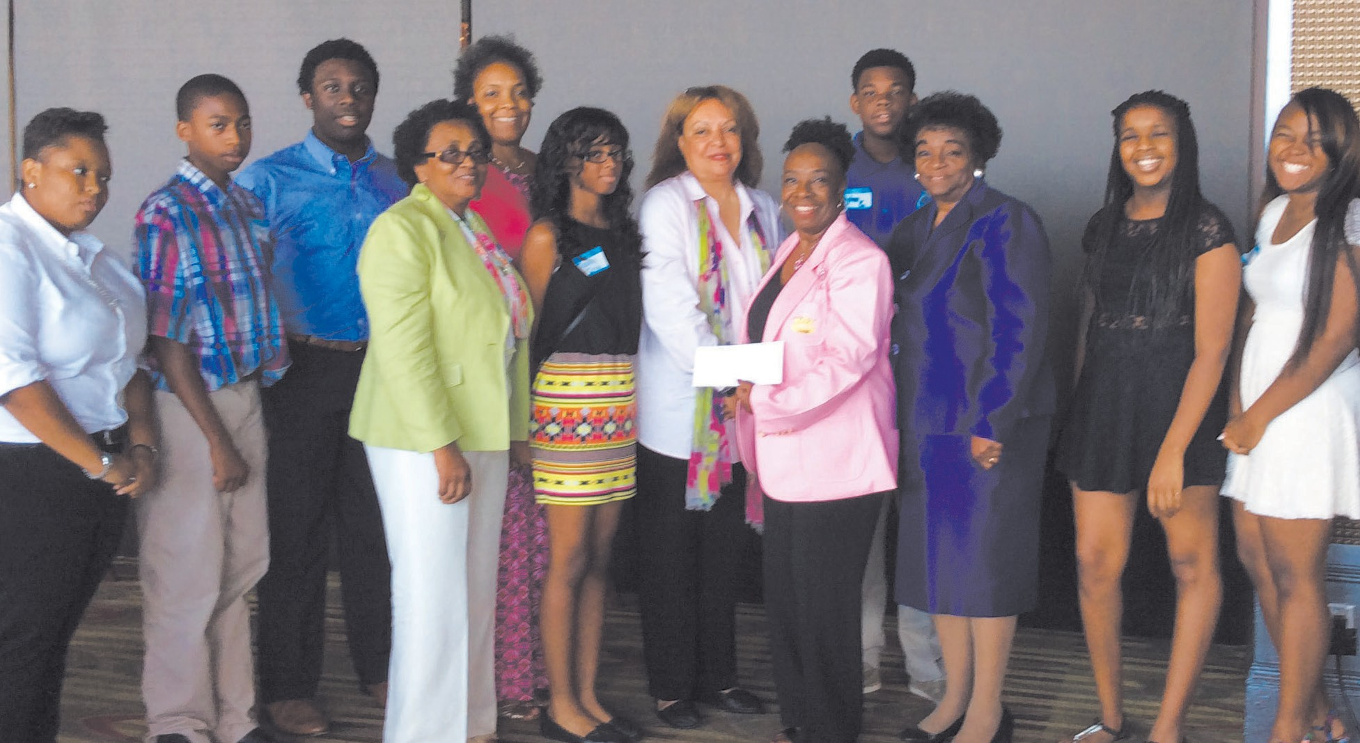 L-R: Teen Gabrielle Moore,first place essay winner, DiaJoin Foxworth, Lady Betty Lasseter, Lady Rycal Carter, Teen Tianna Irvin, Dr. Carolyn Battle Thomas, ESQ, Director COD, Inc., Lady Annette Mitchell, President, TLOD, Inc., Teen Dylan Carter, Dr. Carolyn Baldwin Tucker, Chair COD-Pendleton Essay Contest, Teen Kayla Price -Nashville Capitol City Chapter, and Teen Emoni Irvin, second place essay winner.