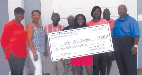 Che'Rae Gaines Receives $1,000 Scholarship.